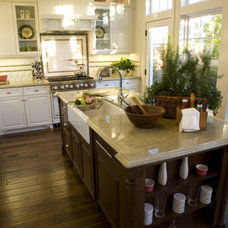 Traditional Kitchen by Virtual Warehouse