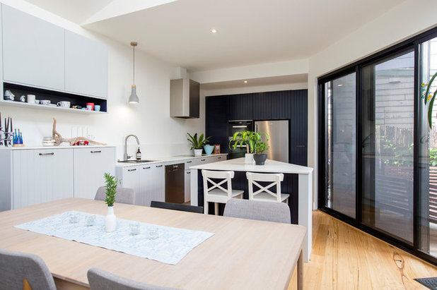 Contemporary Kitchen by The Kitchen Hive