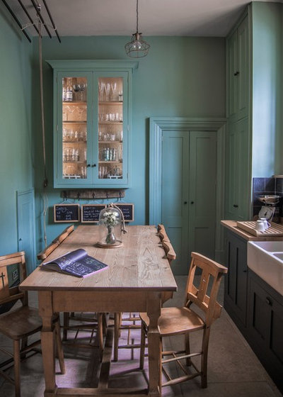 Farmhouse Kitchen by Sustainable Kitchens