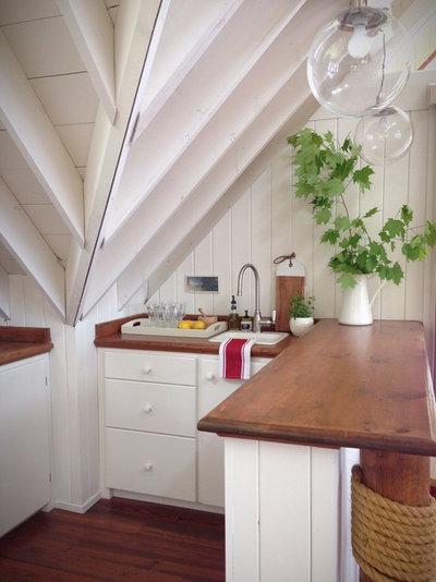 Beach Style Kitchen by Carol Reed Interior Design Inc.