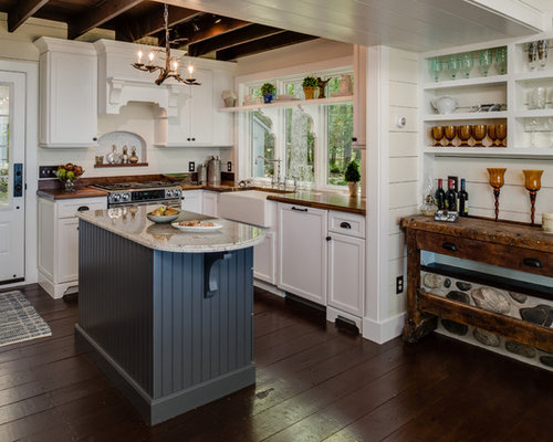 Small Rustic Enclosed Kitchen Remodeling   Example Of A Small Mountain  Style L Shaped Enclosed Part 88