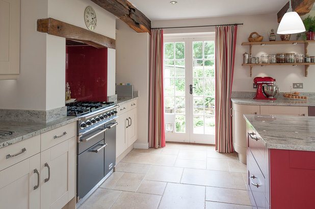 Kitchen by J M Interiors