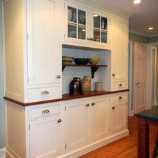 Traditional Kitchen by Shore & Country Kitchens