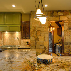 Rustic Kitchen by Diamante Custom Homes
