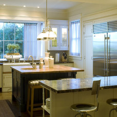 Eclectic Kitchen by Tommy Chambers Interiors, Inc.