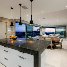 Contemporary Kitchen by Zorzi