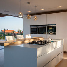 Contemporary Kitchen by AFRIGRAN