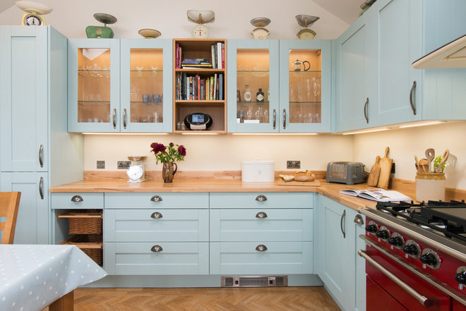 Farmhouse Kitchen by Sheffield Sustainable Kitchens