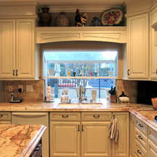 Traditional Kitchen by Alicia Paley Home Interiors