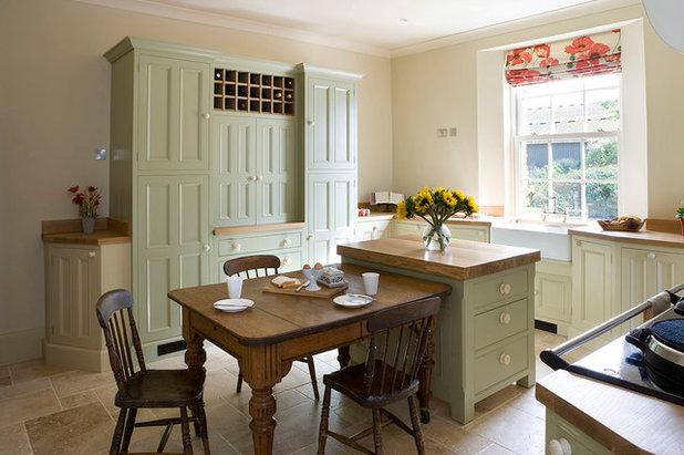 eine englische k che im landhausstil wird aufgefrischt. Black Bedroom Furniture Sets. Home Design Ideas