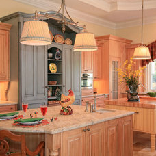 traditional kitchen by JMA INTERIOR DECORATION
