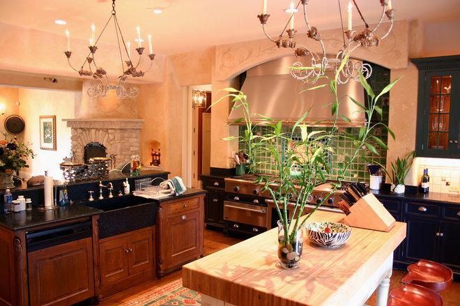 Traditional Kitchen by RTA Studio