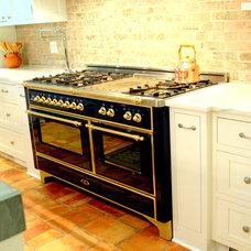 Traditional Kitchen by La Maison by Karine