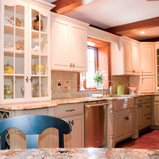 Traditional Kitchen by Kitchens & Interiors, Inc