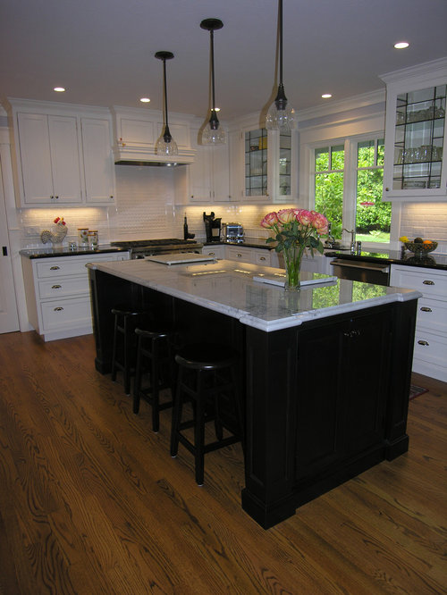 Traditional Black And White Country Kitchen In Alamo