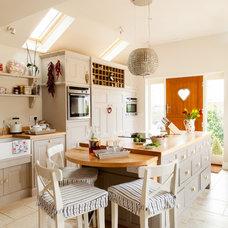 Farmhouse Kitchen by Hill Farm Furniture Ltd