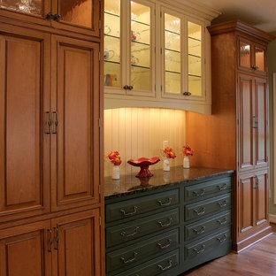 Traditional kitchen remodeling - Elegant kitchen photo in Portland