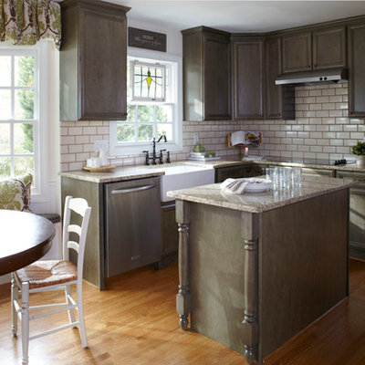 Example of a classic eat-in kitchen design in Atlanta with subway tile backsplash, a farmhouse sink and granite countertops