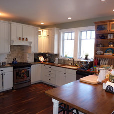 Traditional Kitchen by Spring Creek Builders Inc.