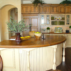 Farmhouse Kitchen by Kitchens by Wedgewood