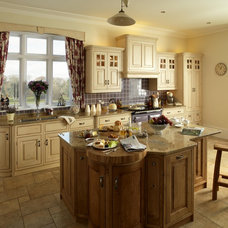 Traditional Kitchen by Fitted Kitchens Store