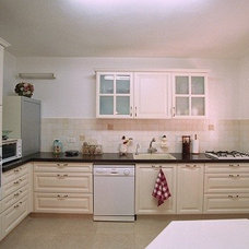 Traditional Kitchen by herods kitchens