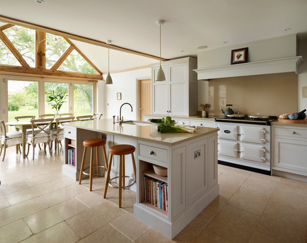 Country Kitchen by Kitchen Architecture
