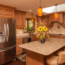 Traditional Kitchen by KUNTRISET KITCHENS & BATHS DESIGN CENTER