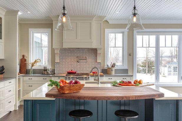 Elegant Farmhouse-Style Kitchen With an Amazing Water View
