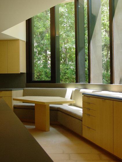 Modern Kitchen by Lewis / Schoeplein architects
