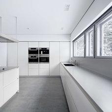 Contemporary Kitchen by apavisa.com