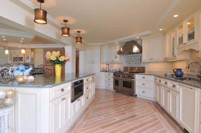 Tropical Kitchen by Edgewater Contractors Inc