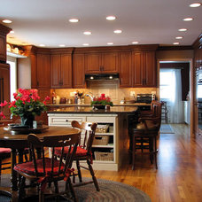 Traditional Kitchen by Meeder Design & Remodeling