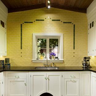 フェニックスのヴィクトリアン調のおしゃれなキッチン (ダブルシンク、インセット扉のキャビネット、白いキャビネット、御影石カウンター、黄色いキッチンパネル、セラミックタイルのキッチンパネル、黒い調理設備、セラミックタイルの床、アイランドなし) の写真