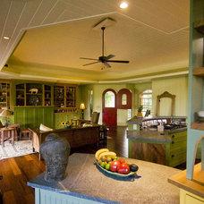 Tropical Kitchen by MOKULUA High Performance Builder