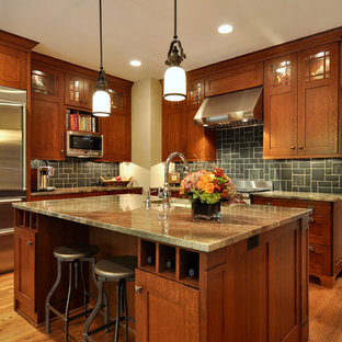 Craftsman kitchen photos - Example of an arts and crafts kitchen design in Dallas