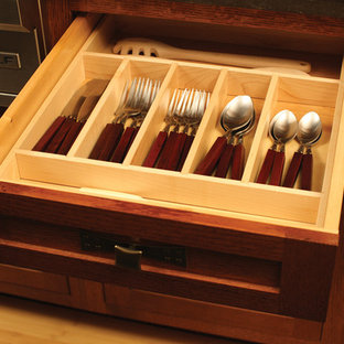 Kitchen - craftsman kitchen idea in Minneapolis