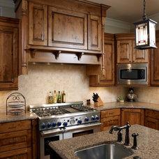 Craftsman Kitchen by Grainda Builders, Inc.