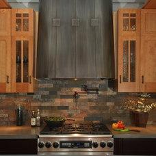 Craftsman Kitchen by HR Construction Inc.