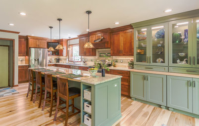 New This Week: 3 Warm Kitchens That Mix Blue, Green and Wood