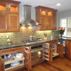 Craftsman Kitchen by LIFESTYLE KITCHENS by The Kitchen Lady