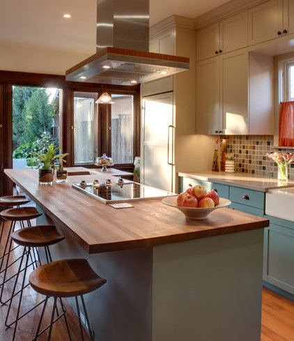 Traditional Kitchen by Synthesis Inc.