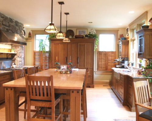Large Arts And Crafts U Shaped Light Wood Floor Eat In Kitchen Photo In