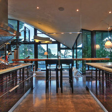 Modern Kitchen by RM Interiors
