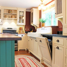 Farmhouse Kitchen by Caves Kitchens