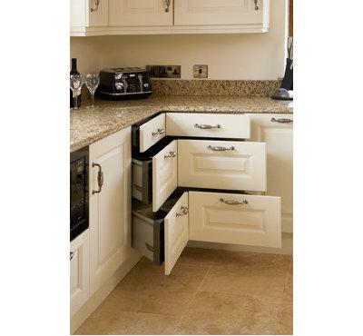 Traditional Kitchen by Glenvale Kitchens