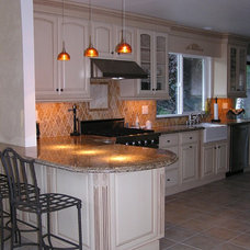 Traditional Kitchen by Kim Sequeira