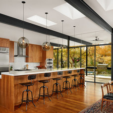 Modern Kitchen by Foursquare Builders