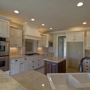 Kitchen - traditional kitchen idea in Little Rock