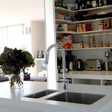 Modern Kitchen by Scott Weston Architecture Design PL